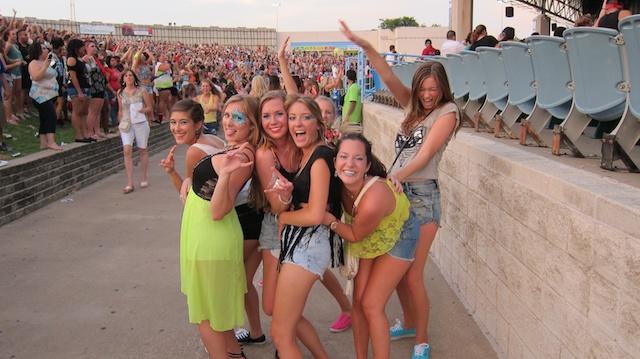salsa-lessons-dallas-sundays-pitbull-concert-pics-dallas-2013 036