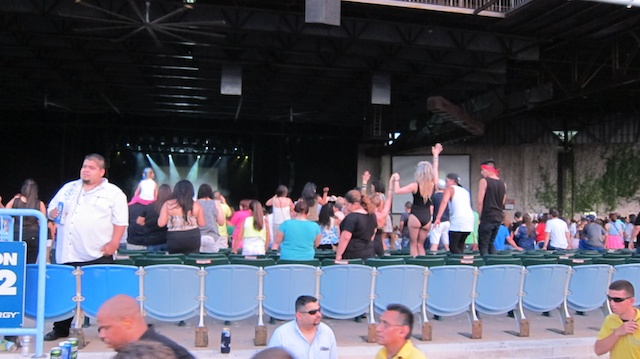 salsa-lessons-dallas-sundays-pitbull-concert-pics-dallas-2013 040
