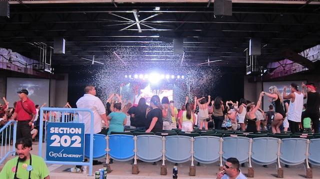salsa-lessons-dallas-sundays-pitbull-concert-pics-dallas-2013 041
